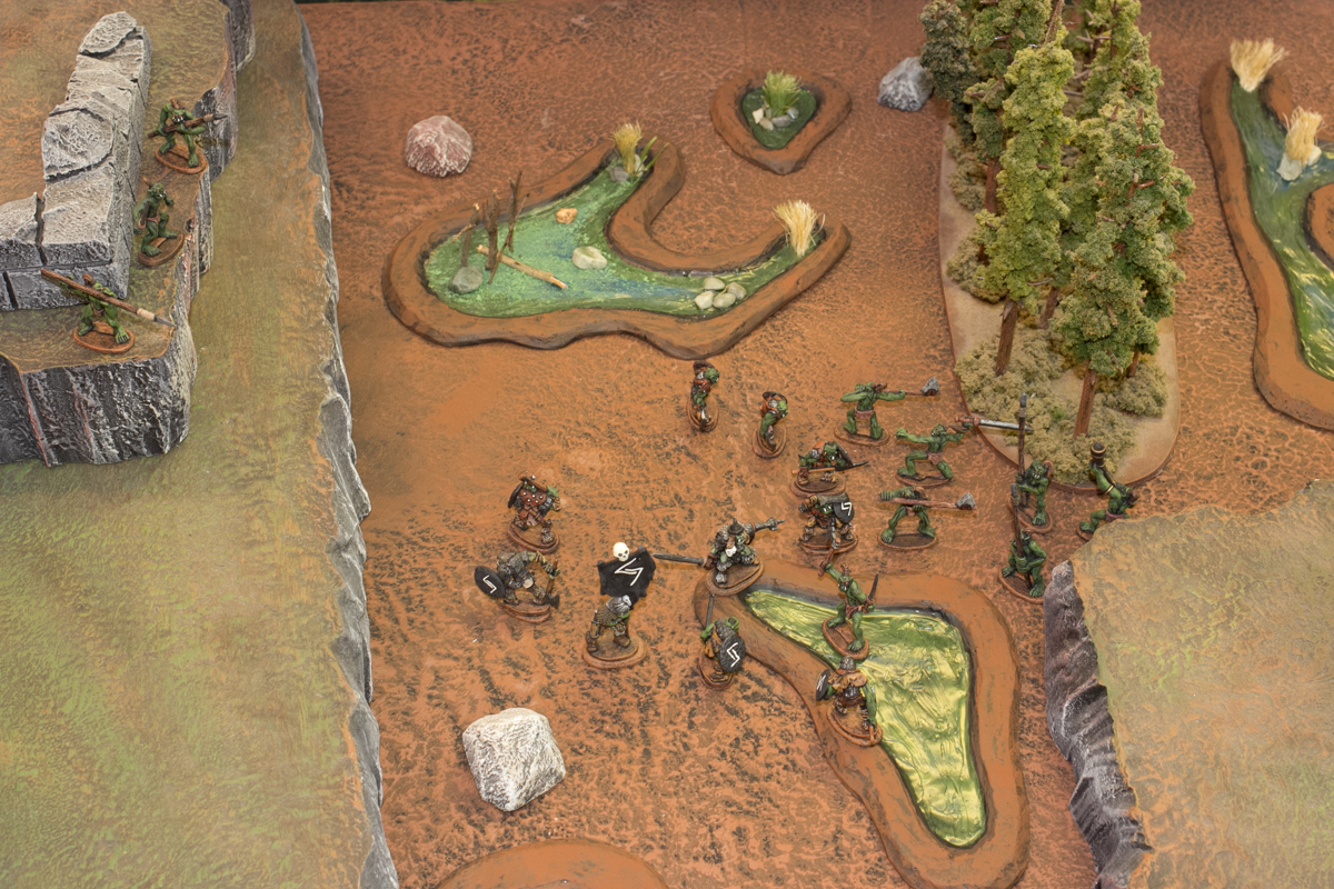 Vaak's orcs intercepted the wild orcs on the ground.